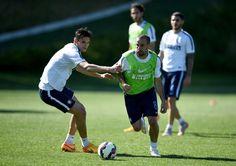 Rodrigo Palacio and Marco Andreolli