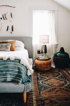 Boho style bedroom with Persian rug in dark shades of brown., + Schlafzimmer im Boho Stil mit Perserteppich in Home Decor Bedroom, Bedroom Ideas, Modern Bedroom, Design Bedroom, Artistic Bedroom, Eclectic Bedrooms, Bedroom Inspiration, Modern Bohemian Bedrooms, Bedroom Furniture