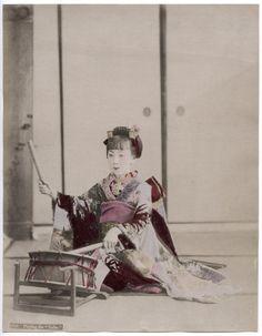 "1890's PHOTO JAPAN - PLAYING THE "" TAIKO """