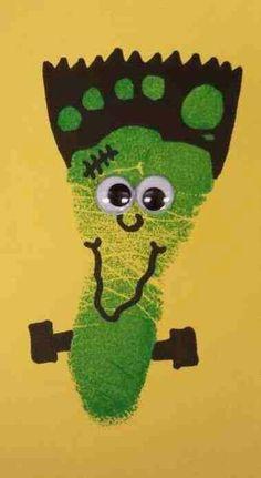 20 DIY Halloween Crafts for Kids to Make – Handprint & Footprint Art Pied Halloween, Theme Halloween, Creepy Halloween, Halloween Crafts For Kids To Make, Halloween Activities, Daycare Crafts, Baby Crafts, Kid Crafts, Daycare Rooms
