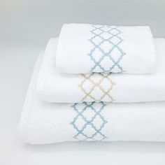Towel Embroidery, Embroidered Towels, Bird Embroidery, Hand Embroidery Designs, Custom Embroidery, Embroidery Stitches, Best Sheet Sets, Personalized Towels, Wine Bottle Candles