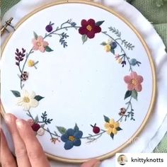 Hand Embroidery Patterns Flowers, Hand Embroidery Projects, Embroidery Stitches Tutorial, Embroidery Flowers Pattern, Embroidery Hoop Art, Hand Embroidery Designs, Name Embroidery, Wedding Embroidery, Simple Embroidery