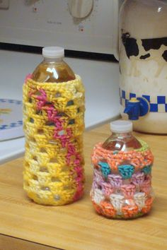 Materials: - worsted weight acrylic or cotton - I hook Size: fits small 8 oz. bottle Notes: - ch 2 at beginning of Rnds 1 & 2 . Crochet Cup Cozy, Bead Crochet, Love Crochet, Grannies Crochet, Bottle Cover, Crochet Kitchen, Crochet Gifts, Crochet Accessories, Yarn Crafts