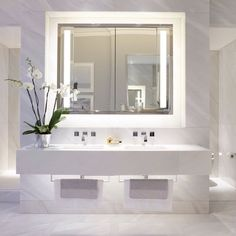Light and bright bathroom #helengreendesign #interiordesign #bathroom #marble #inspiration #luxury