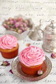Rose Cupcakes « The Cupcake Blog