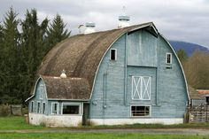 Can't have a farmhouse without a cool old barn! Farm Barn, Old Farm, Barn Pictures, Country Barns, Country Living, Country Roads, Barns Sheds, New Architecture, New Energy