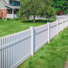 42 Vinyl Fence Home Decor Ideas for Your Yard are brought to you by Illusions Vinyl Fence. A leader in the vinyl fence industry and the manufacturer of the patented Grand Illusions Vinyl WoodBond and Grand Illusions Color Spectrum series of woodgrain and Lattice Fence Panels, Vinyl Fence Panels, Vinyl Privacy Fence, Diy Fence, Fence Landscaping, Backyard Fences, Fence Ideas, Vinyl Fencing, Vinyl Picket Fence