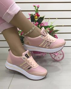 Adidas Shoes Women Nike Shoes Fab Shoes Shoes Sandals Me Too Shoes Shoe Boots Shoe Dazzle Sneaker Boots Shoe Game I love these nike air athletic sneakers ! Hype Shoes, Women's Shoes, Shoe Boots, Sneakers Fashion Outfits, Fashion Shoes, Ella Shoes, Cooler Look, Cute Sneakers, Adidas Shoes Women