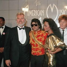 Kenny Rogers, Michael Jackson, Diana Ross and Barry Manilow  - American Music Awards 1984    Curiosities and Facts about Michael Jackson ღ by ⊰@carlamartinsmj⊱