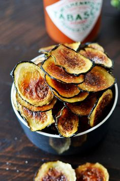 Healthy Snacks Thinly slice zucchini, then pat dry, brush with a mixture of olive oil and TABASCO® Sauce, bake until crunchy and browned, and voilà! Your new favorite guilt-free chips. Zucchini Chips, Snacks Für Party, Easy Snacks, Snack Recipes, Cooking Recipes, Healthy Recipes, Healthy Baking, Chips Au Four, Gastro Pubs