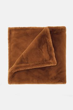 Shirley Taupe I Blanket – Apparis Heavy Blanket, Faux Fur Blanket, Weighted Blanket, Camel, Cool Style, Apartment Ideas, Room Inspiration, Taupe, Bedroom