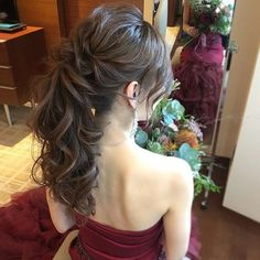 Pin by Tiffany on 婚禮妝髮Wedding makeup in 2019 Bridal Hairdo, Hairdo Wedding, Long Hair Wedding Styles, Long Hair Styles, Wedding Makeup, Ponytail Hairstyles, Bride Hairstyles, Summer Hairstyles, V Hair