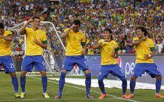Fifa World Cup Brazil 2014 team celebration Fifa Football, National Football Teams, Football Players, Soccer Fifa, Soccer News, Brazil World Cup, World Cup 2014, Fifa World Cup, Brazil Players