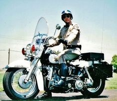 the original stuff Larry Wilcox, Harley Davidson, Police Cars, Police Vehicles, Police Uniforms, Emergency Vehicles, May 1, Classic Tv, Cops