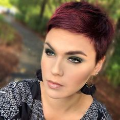 Kurze Frisuren Kingsley Brown - 6 - New Ideas Short Hairstyles Kingsley Brown - 6 Kurze Frisuren Kingsley Brown - 6 Short Hairstyles For Thick Hair, Short Pixie Haircuts, Short Hair Cuts, Curly Hair Styles, Brown Hairstyles, Short Cropped Hair, Super Short Hair, Trending Hairstyles, Pixie Cut