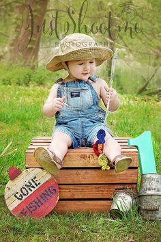 Fishing first birthday.OMG uncle Rocky this is stinking adorable! Baby Boy 1st Birthday, First Birthday Parties, Birthday Party Themes, Birthday Ideas, Birthday Stuff, Birthday Decorations, Fotos Baby Shower, 1st Birthday Pictures, 1st Birthdays