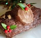A holiday classic, the Buche de Noel is a French cake made with chocolate and rolled into a log shape. Adorned with chocolate pieces, powdered sugar snow and meringue mushrooms. Xmas Food, Christmas Cooking, Christmas Desserts, Yule Log Cake, French Cake, Salty Foods, Winter Food, How To Make Cake, Holiday Recipes