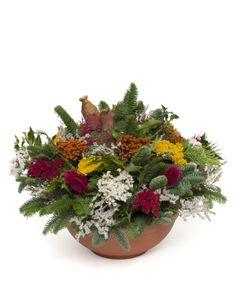 Flower Arrangements, Christmas Decorations, Flowers, Plant, Altar Decorations, All Saints Day, Flower Art, Grief, Floral Arrangements