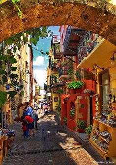 Holidays in Chania. The picturesque city of Chania, the capital of the prefecture of Crete, lies in the northwestern part of the island. The small fertile plains, the majestic mountains, the deep gorges, the magnificent beaches, and the atmospheric old town with its picturesque Venetian harbor, create a perfectly lovable scene, filled with successive image alternations! #crete #vacations #dreamingreece #chania #travel #travelguide