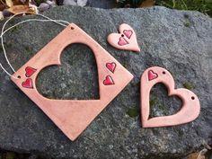 Rámečky srdíčkové Ceramic Pendant, Ceramic Jewelry, Ceramic Clay, Polymer Clay Jewelry, Ceramic Pottery, Clay Projects, Projects To Try, Valentines Art, Salt Dough