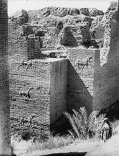 Fotografía de la puerta, ruinas de Babilonia (1932).