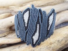 Blue black and silver luxurious jewelry,Macrame jewelry,Adjustable,Wide macrame,. Blauschwarzer un Macrame Art, Micro Macrame, Macrame Jewelry, Macrame Bracelets, Coral Design, Bead Embroidery Jewelry, Brighton Jewelry, Macrame Patterns, Luxury Jewelry