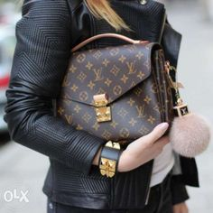 Louis Vuitton Pochette Metis & Fur Charm