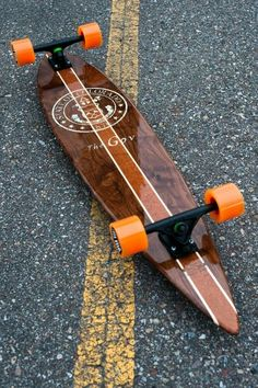 Now that's.... a weapon of mass destruction. Classic pin shape, bolted down with matte black bear trucks and a tasty set of 70mm orange softies. Just screaming to go carve and bomb every hill insight. I want one Skullybloodrider.