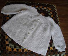 Olá Pessoal, finalmente consegui simplificar ao máximo um casaquinho de modelo bem antigo. Qualquer pessoa apenas sabendo fazer tricô básic...