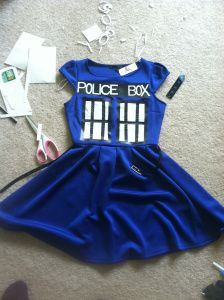 The 15 minute $40 TARDIS costume. Using Duck Tape. GENIUS. I can save my dress after all.