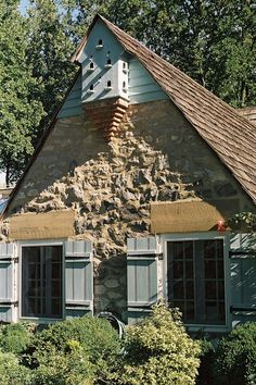 Someones actual home with bird house built on Cottage Farmhouse, French Country Cottage, Cottage Living, Cozy Cottage, Country Cottages, Beautiful Architecture, Architecture Details, Pigeon House, Pigeon Loft