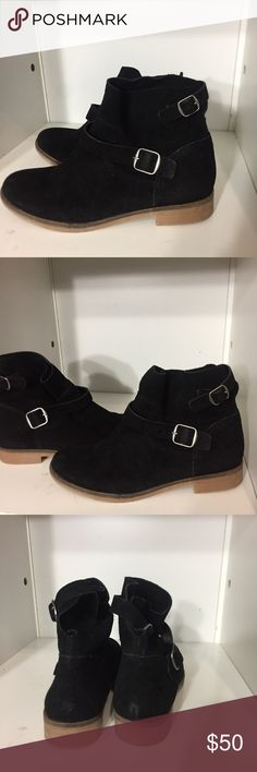⬇️$60 Suede ankle booties Suede ankle booties by lucky brand. No flaw no trade. I will take offer Lucky Brand Shoes Ankle Boots & Booties