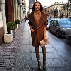 Tan winter coat and over the knee leather boots Classy Outfits, Chic Outfits, Masha Trotsko, Spring Summer Fashion, Autumn Winter Fashion, Winter Wear, Fall Fashion, Cold Weather Fashion, Coats