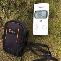 Den RD1008 Profi - Geigerzähler liefere ich inkl. hochwertiger Tasche von Lowepro. Sie schützt den RD1008 vor Nässe, Staub und leichten Stössen. Infos zu dem wahrscheinlich besten Geigerzähler auf dem Markt finden Sie auf meiner Webseite. Nur bei mir erhalten Sie eine gratis Beratung, einen Prüfstrahler und ein 180 Tage Rückgaberecht!