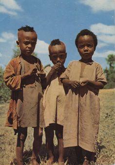 CHILDREN IN WONDO. ENFANTS A WONDO.