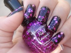 http://azuldacordomar.tumblr.com/  big bright glitter on top of black
