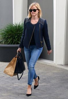 50 best casual vacation outfits for spring summer travel style 41 ~ Litledress - Summer Outfits Cute Fashion, Star Fashion, Look Fashion, Womens Fashion, Looks Style, Casual Looks, My Style, Casual Chic, Reese Witherspoon Style