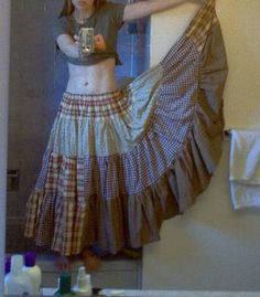 """random fabric """"gypsy"""" skirt (+ miniTUTORIAL)     Love the style but not the fabrics. not into plaids or stripes.   browns, n pinks n blues n blacks would look good though, not bright colors but more muted."""