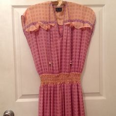 DIANE FREIS VINTAGE DRESS This dress is 100% polyester. In good condition. This is perfect for someone who likes older vintage pieces. Diane freis Dresses