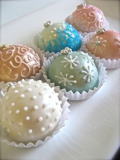 Another example of that paint on coating Fancy Cakes, Cute Cakes, Mini Cakes, Cupcake Cakes, Owl Cakes, Fruit Cakes, Cupcake Ideas, Christmas Cake Pops, Christmas Goodies
