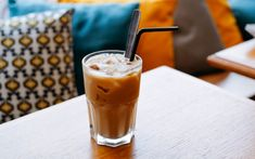 Making Cold Brew Coffee, How To Make Ice Coffee, Iced Latte, Iced Coffee, Make Simple Syrup, Coffee Pictures, Chocolate Syrup, Coffee Drinkers, Coffee Recipes
