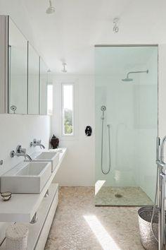 Villa Mandarina is a Mediterranean residence designed by Ana Bejar Interiorismo, located in Spain. Style Villa, Spa Room Decor, Bathroom Design Inspiration, Inside Home, Modern Shower, Mediterranean Homes, Bathroom Renos, House Layouts, House Rooms