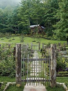 The cutting garden at a Tennessee compound is filled with both perennials and annuals; it was designed by landscape architect Mary Palmer Dargan. Beyond it are a newly planted apple orchard and, nestled at the edge of the woods, the Writer's Cottage. Rustic Backyard, Backyard Ideas, Gardening Books, Gardening Tips, Flower Gardening, Plantation Homes, Rustic Gardens, Great Smoky Mountains, Smokey Mountain