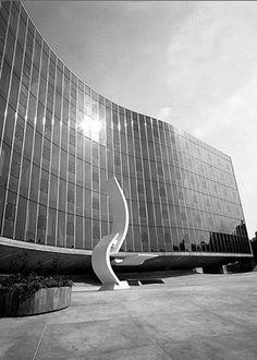 Sede do Partido Comunista Francês, em Paris, projeto de Oscar Niemeyer