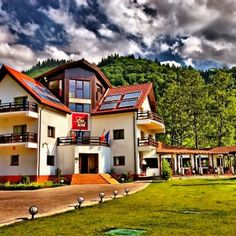 Wonderful place to spend your vacation. Wonderful Places, Hotels, Vacation, Mansions, House Styles, Home Decor, Mansion Houses, Room Decor, Villas