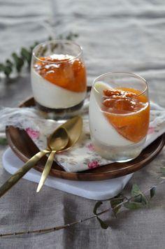 Panna cotta au mascarpone et compotée d'abricot {recette végétarienne, sans gluten et facile}