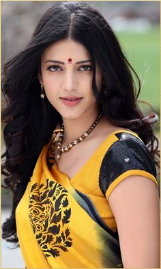 Shruti Husan in Gujarati Saree Beautiful Girl Indian, Most Beautiful Indian Actress, Beautiful Actresses, Simply Beautiful, Beautiful Images, Indian Celebrities, Bollywood Celebrities, Bollywood Actress, South Actress