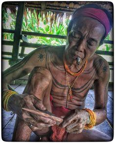 Making an arrow.. #mentawai #siberut #tribe #traditionaltattoo #sumatrabarat #sumatra #indonesia