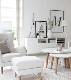 Good night....#idylloghim #softcolors #livingroom #ninterior #decoration #scandinaviandesign #scandinavianhome #nordicinspiration #hammel® #iris_table #pola_chair #gulvex #myhome #interiores #details #homestyle #homesweethome #whitelivingroom #lisakathdesign_posters