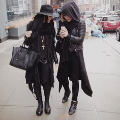 (straight into style) Visions of the Future: All Black Everything.Visions of the Future: All Black Everything. Style Noir, Edgy Style, Mode Style, Alternative Mode, Alternative Fashion, Dark Fashion, Gothic Fashion, Modern Witch Fashion, Goth Outfit